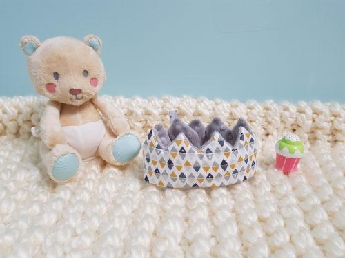 couronne bébé moutarde et anthracite