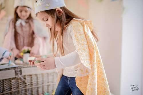 Cape foret d'origami jaune pour fille